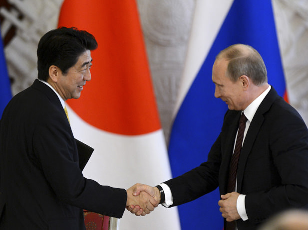 Russia's President Vladimir Putin and Japan's Prime Minister Shinzo Abe attend a signing ceremony at the Kremlin in Moscow